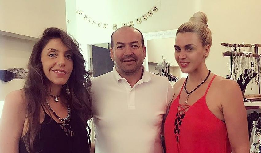"""איל ברקוביץ' עם זאזא כהן ואמילי לוי. כהן: """"הוא לא ידע באיזו מידה לקחת אז הוא הראה לנו תמונה שלה ונתנו לו את הבגדים במידה הנכונה"""""""