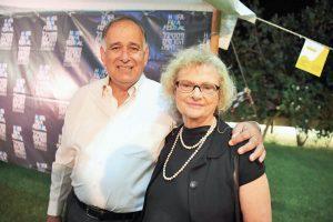 ראש העיר יונה יהב והמנהלת האמנותית של הפסטיבל פנינה בלייר (צילום: ראובן כהן, דוברות עיריית חיפה)