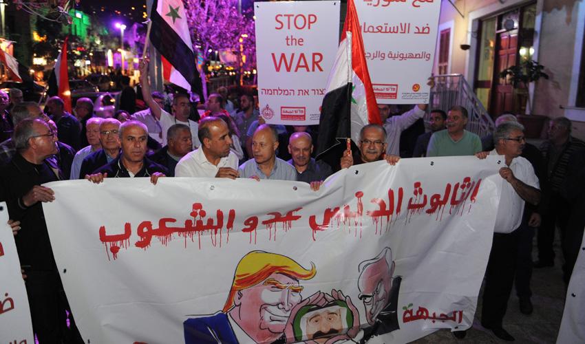 """הפגנת התמיכה של חד""""ש בסוריה. """"האמריקאים אומרים שהיה שימוש בנשק כימי והרוסים אומרים שלא"""" (צילום: רמי שלוש)"""