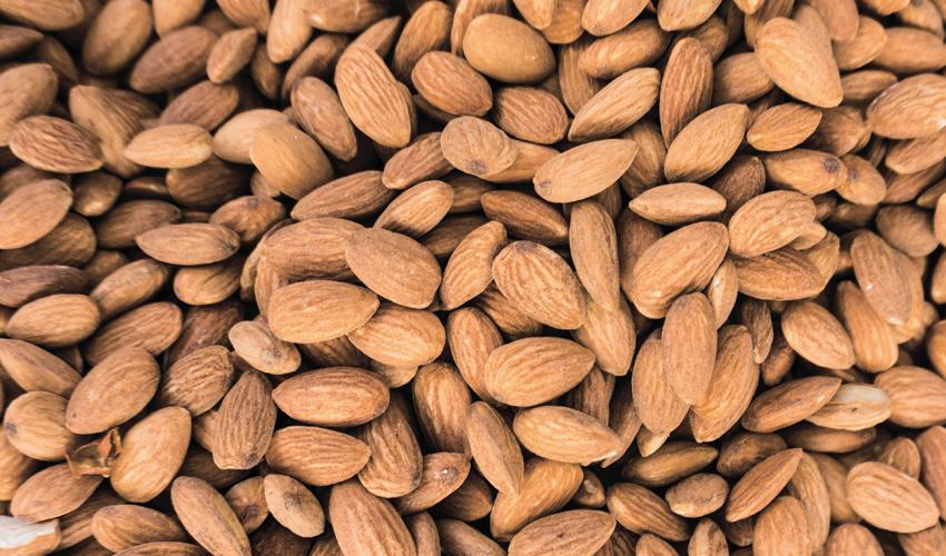 שקדים. להוסיף לרשימת המאכלים האסורים בהריון (צילום: א.ס.א.פ קריאייטיב INGIMAGE)