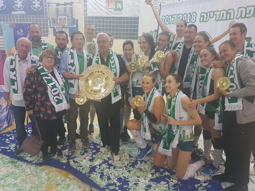 שחקניות מכבי XT חיפה חוגגות את הזכייה באליפות. עונה מושלמת