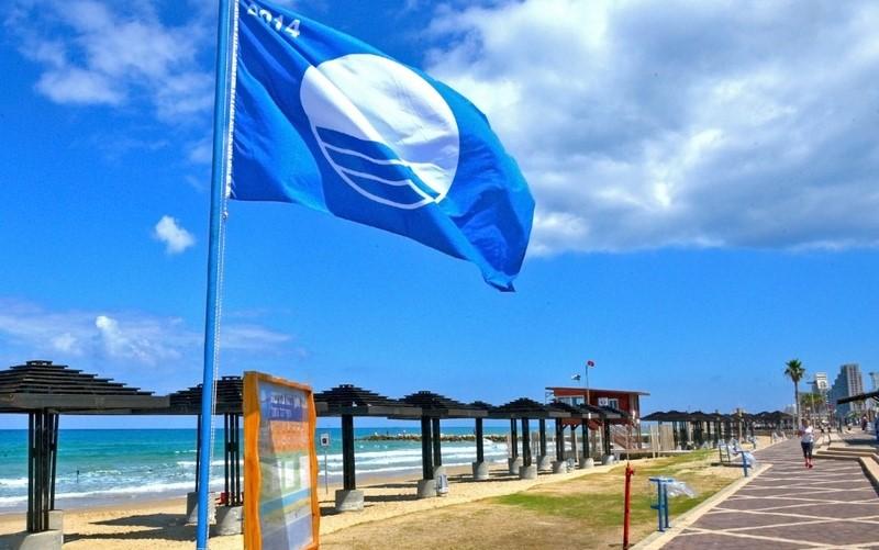 דגל כחול בחוף דדו (צילום: דוברות עיריית חיפה)