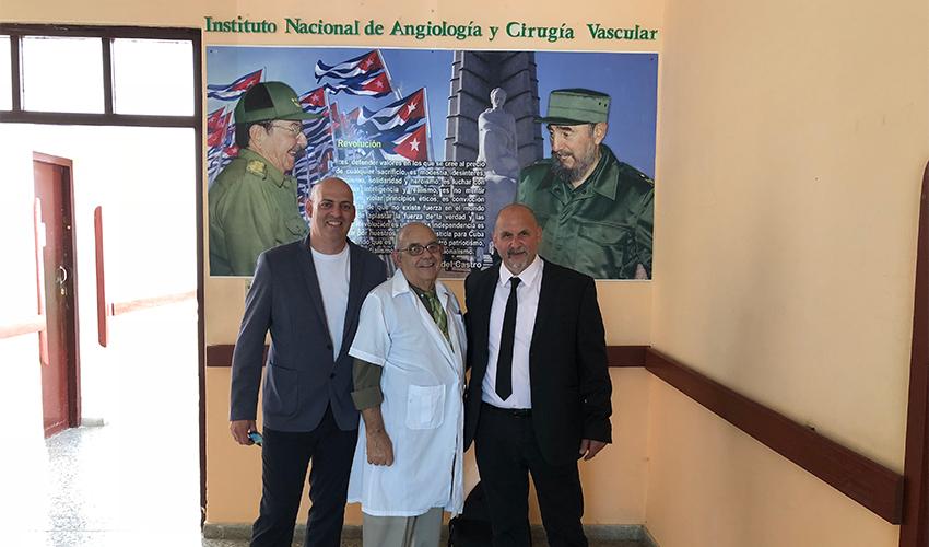 """ד""""ר משה קוליקובסקי (מימין) וד""""ר עופר גלילי (משמאל) בכנס בקובה (צילום: דוברות שירותי בריאות כללית)"""