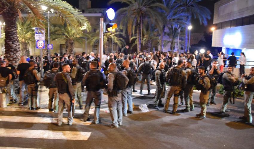 היערכות המשטרה להפגנה במדרחוב בנתנזון (צילום: דוברות המשטרה)