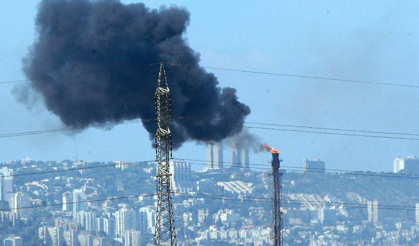 זיהום אוויר במפרץ חיפה (צילום: בז רטנר)