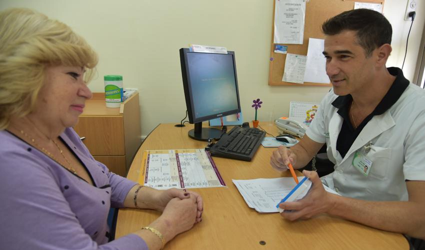 ייעוץ רוקחי אישי (צילום: דוד חורש, דוברות שירותי בריאות כללית)