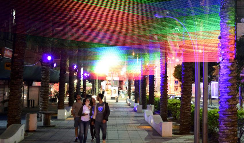 """מיצג האורות """"Spectral"""" בעיר התחתית (צילום: דוברות עיריית חיפה)"""