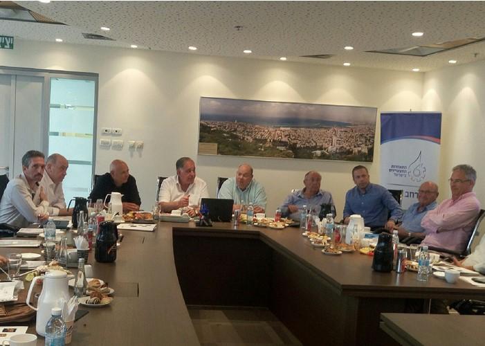 """המפגש בין בכירי העירייה והחברה הכלכלית להתאחדות התעשיינים בצפון (צילום: לוטם יח""""צ)"""