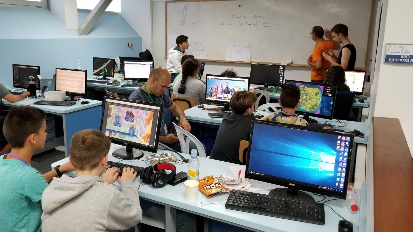 משתתפי תחרות 3D-THON (צילום: דוברות עיריית חיפה)