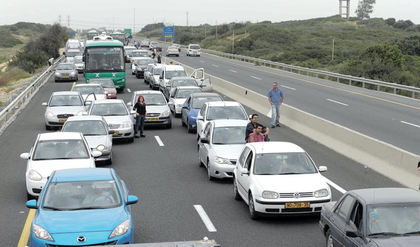פקק תנועה בכביש החוף (צילום: מורן מעיין)
