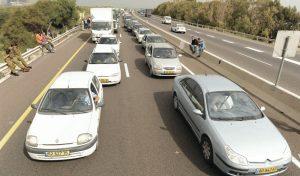 פקק בכביש 2 (צילום: מורן מעיין)