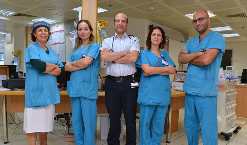 """צוות היחידה לטיפול יום המטולוגי (צילום: נתנאל אייזיק, דוברות הקריה הרפואית רמב""""ם)"""