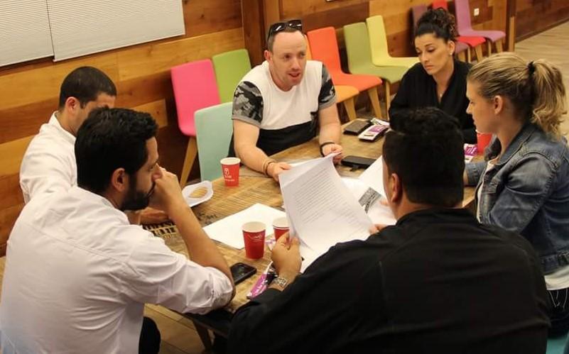 ועדת השיפוט של פרויקט ספר המתכונים (צילום: רשות הצעירים)