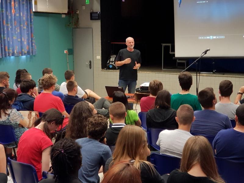 הרצאה במסגרת התוכנית של עמותת שלדג (צילום: עמותת שלדג)
