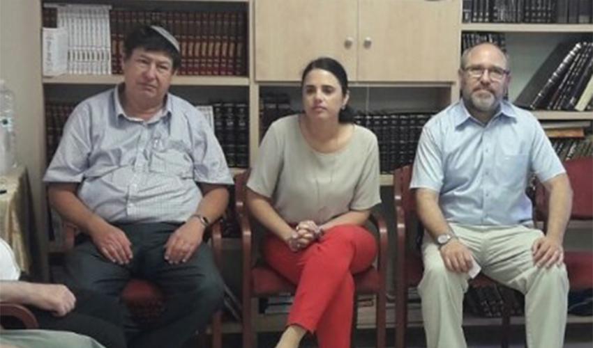 שרת המשפטים איילת שקד עם יואב רמתי ואבי קפלן. יישר כוח