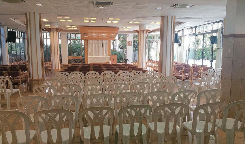 """בית הכנסת הקונסרבטיבי קהילת מוריה מוכן לבאים לתיקון ליל שבועות. הרב דובי חיון: """"הלוואי שהיו לנו עוד חדרים"""" (צילום: קהילת מוריה)"""