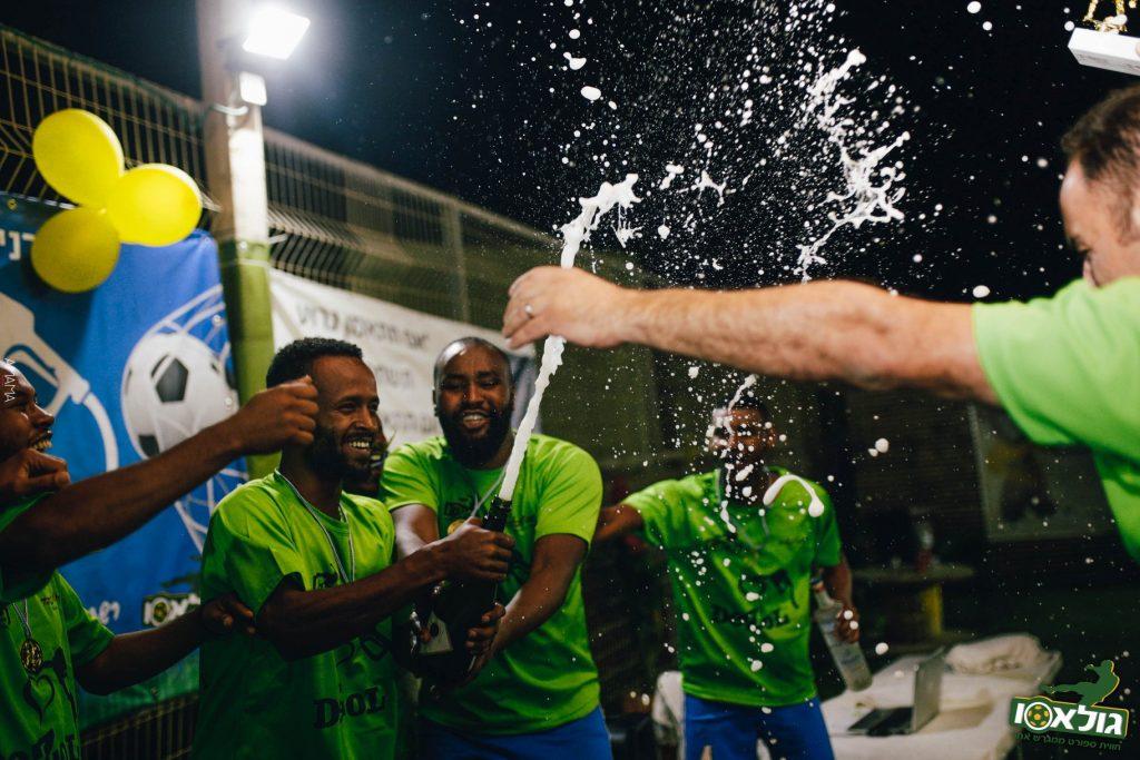 שחקני חומוס גלעד, אלופי הטורניר (צילום: ניקיטה שאלומוב)