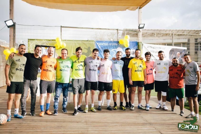 נציגי 12 הקבוצות, עדן בן בסט ועידו שטראוס. טורניר עסקים בגולאסו (צילום: ניקיטה שאולוב)