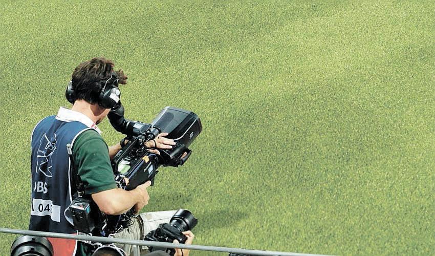 מצלמה במגרש כדורגל. את משחקיה של הפועל צילמו 435 מצלמות (צילום: Charlie Riedel)