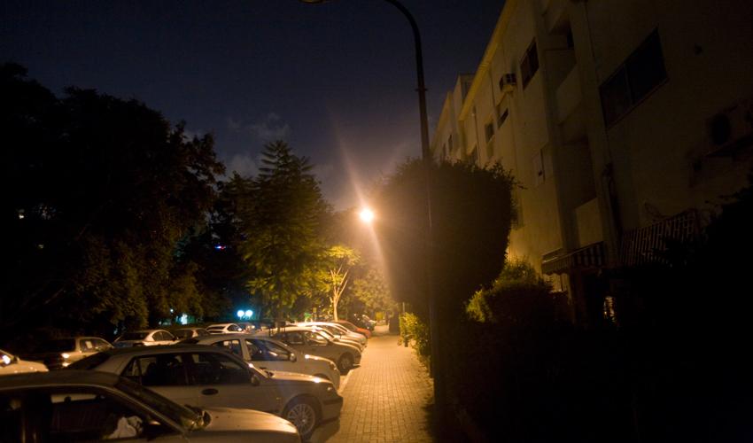 תאורה בשביל מחבר בין רחובות (צילום: אורן זיו)