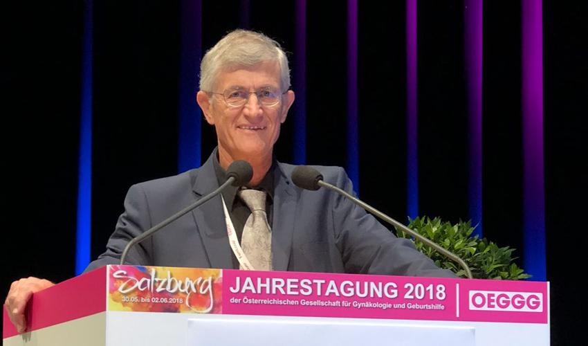 """ד""""ר אפרים סיגלר בכנס של האיגוד האוסטרי לגינקולוגיה (צילום: דוברות המרכז הרפואי כרמל)"""