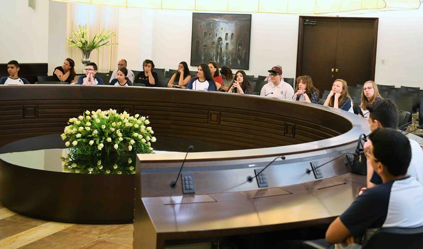 מועצת הנוער העירונית ביום חילופי השלטון (צילום: ראובן כהן)