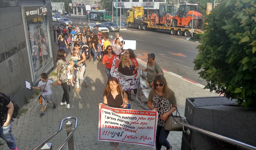 ההפגנה בדרישה להגביר את הפיקוח בגני הילדים (צילום: אלה אהרונוב)