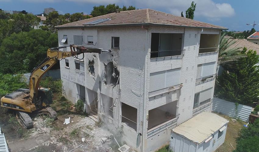 הריסת הבניין ברחוב אהוד 17 (צילום: ערן לביא)