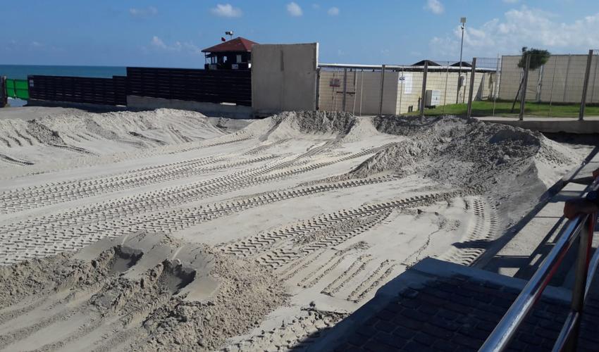 העבודות להקמת המגרשים בחוף נאות (צילום: דוברות עיריית חיפה)