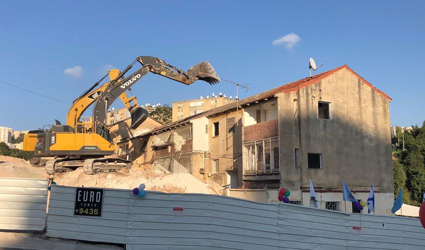 הריסת המבנים ברחוב יציאת אירופה (צילום: דוברות עיריית חיפה)