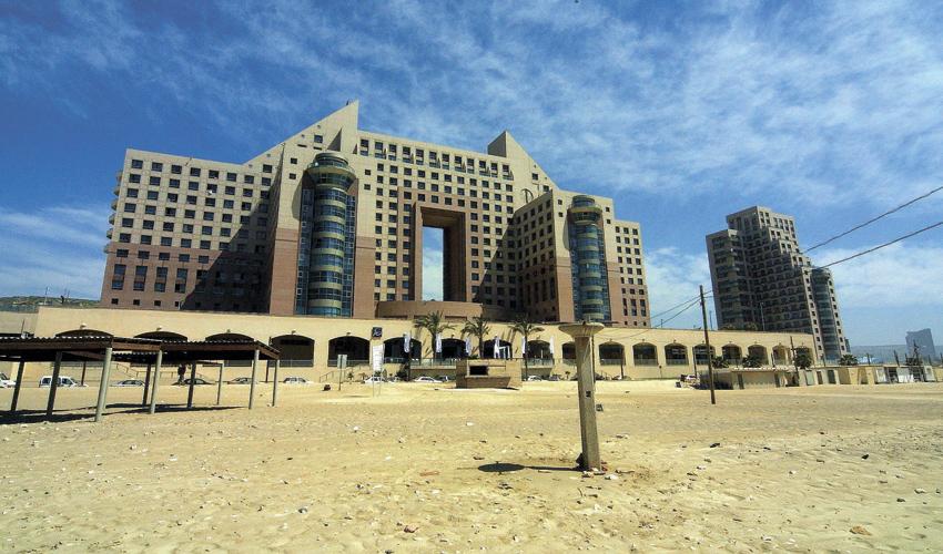 מגדלי חוף הכרמל (צילום: איציק בן מלכי)