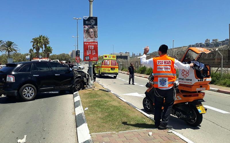 תאונה ברחוב דוד אלעזר (צילום: דוברות איחוד הצלה)