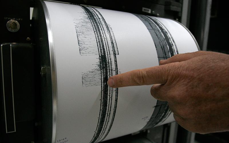 סיסמוגרף מראה רעידת אדמה (צילום: תומר אפלבאום)