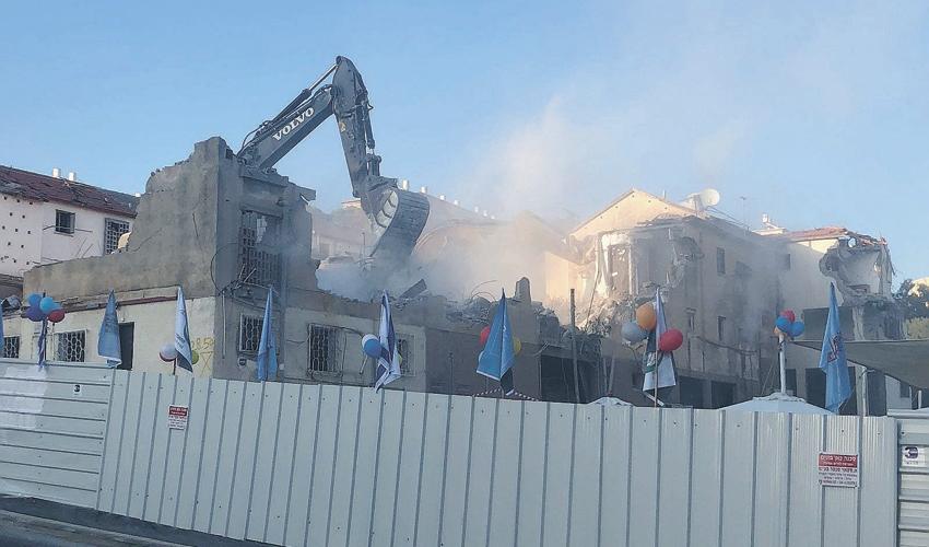 הריסת המבנים הרחוב יציאת אירופה בקרית שפירנצק (צילום: דוברות עיריית חיפה)
