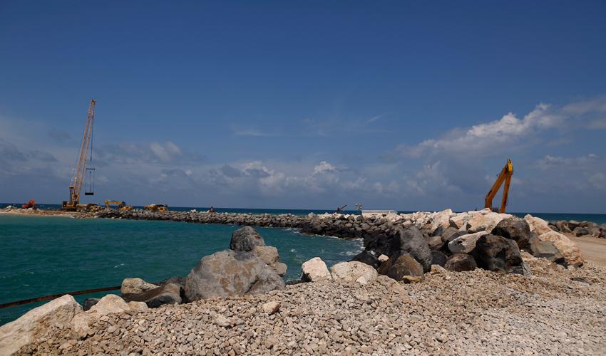 העבודות להקמת נמל הדרום (צילום: אילן אסייג)