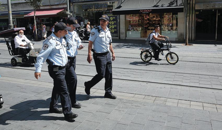 שוטרים בסיור (צילום: אמיל סלמן)