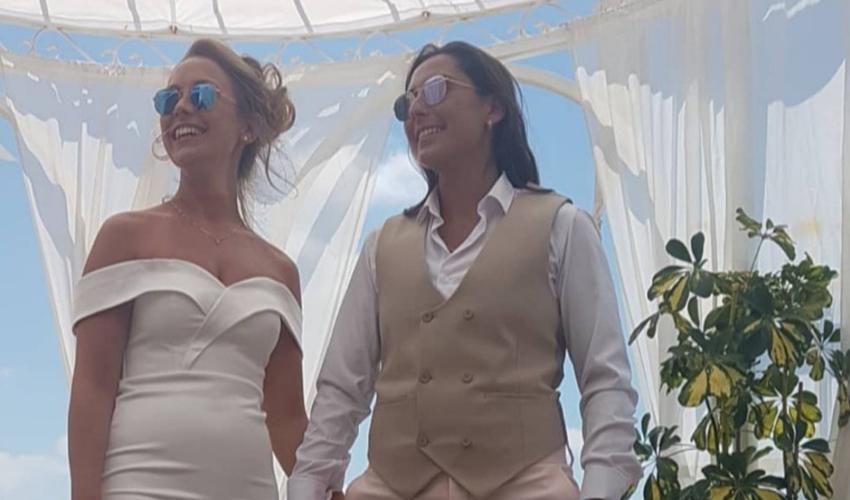 החתונה של ג'יני חכמון ודניאל איקן. ואנחנו שתיים (צילום מתוך חשבון האינסטגרם של חן חכמון)