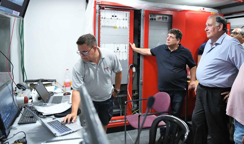 בדיקת מערכות הבטיחות של הכרמלית (צילום: ראובן כהן)