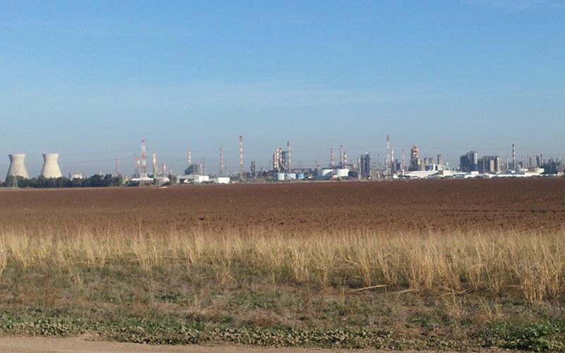 התעשייה הפטרוכימית במפרץ חיפה (צילום: רמי שלוש)