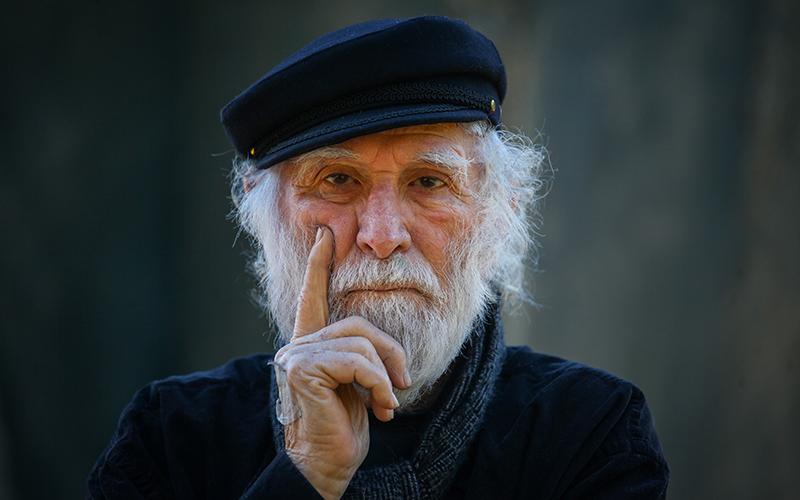 האמן גרשון קניספל (צילום: אבישג שאר ישוב)