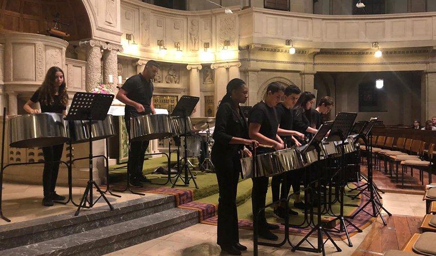 """הקונצרט של חברי פרויקט """"תופי השלום"""" במנהיים (צילום: מרכז החינוך ליאו באק)"""