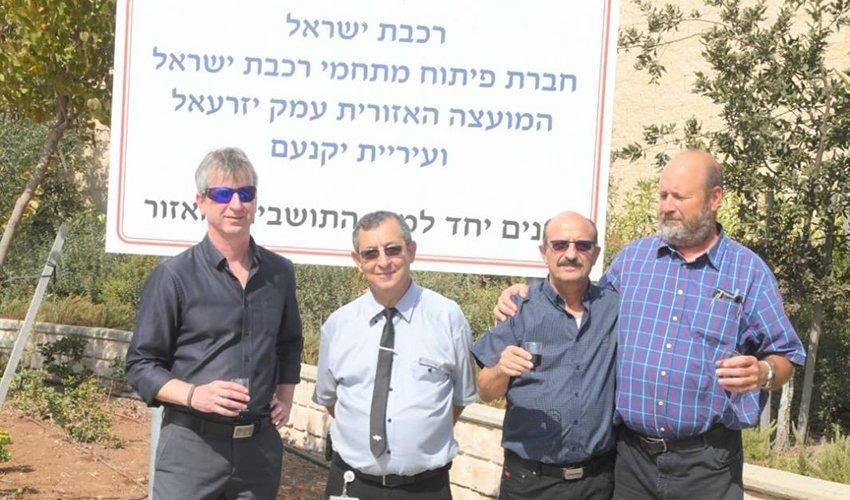 טקס הסרת הלוט במתחם תחנת הרכבת כפר יהושע (צילום: ישראל פרץ)