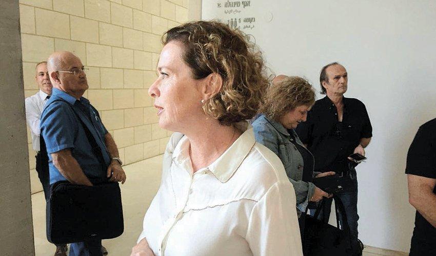 עינת קליש רותם בבית המשפט לפני הדיון בעתירה (צילום: חגית הורנשטיין)