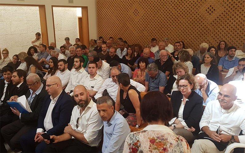 עינת קליש רותם באולם המשפט בירושלים