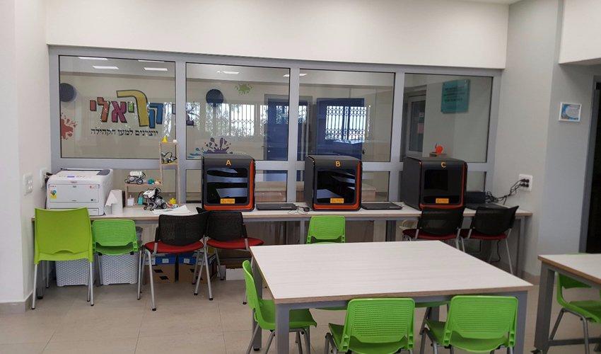 מתחם הטכנולוגיה בסניף אחוזה של בית הספר הריאלי (צילום: בית הספר הריאלי)