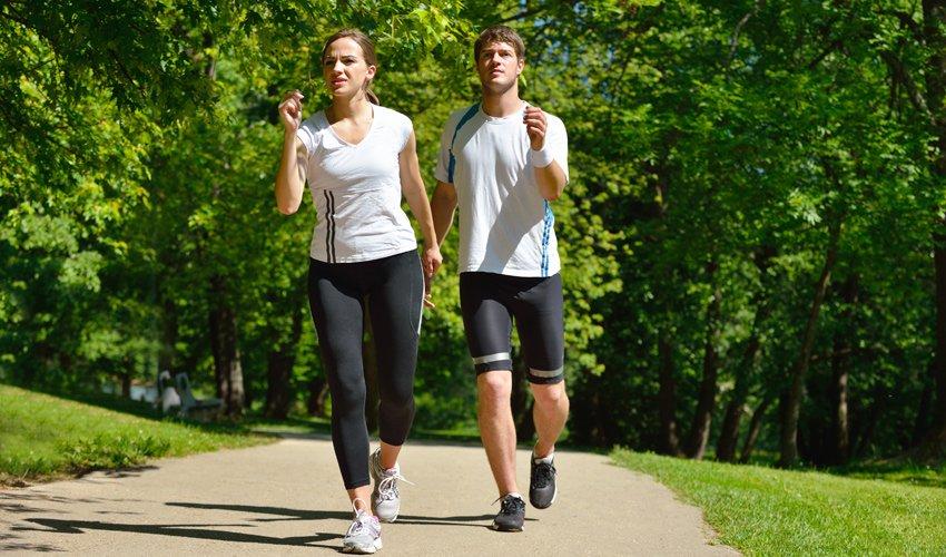 הליכה לצורך פעילות גופנית (צילום: א.ס.א.פ קריאייטיב/INGIMAGE)