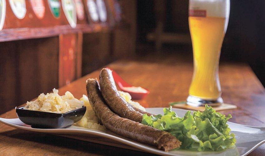 נקניקיות גרמניות באפטר דארק. לא מפסיקים לחגוג (צילום: עלאא זעאתרה)