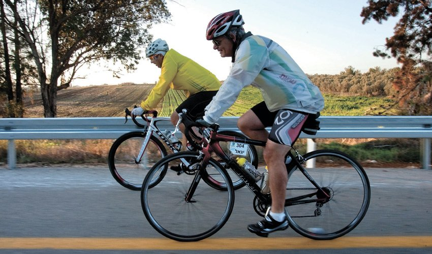 רוכבי אופניים (צילום: אוליבייה פיטוסי)