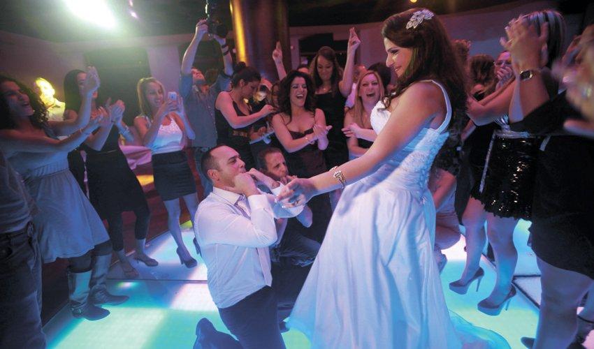 חוגגים בחתונה (צילום: גיל כהן מגן)