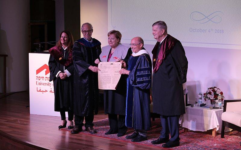 """הקאנצלרית אנגלה מרקל מקבלת תואר ד""""ר לשם כבוד באוניברסיטת חיפה (צילום: אוניברסיטת חיפה)"""